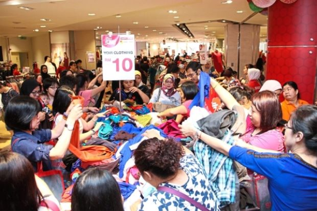 Store's members' day sale offers attractive discounts