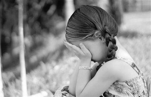 【禽兽不如】哭喊抵抗仍遭得逞!狼父硬X幼女315次