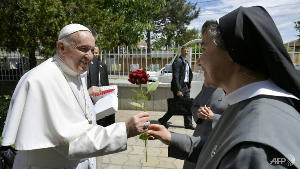 Refugees are 'cross for humanity', says Pope in Bulgaria