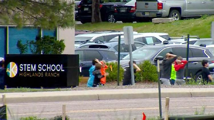 美科罗拉多校园枪击案已致1死7伤 2名嫌犯被捕