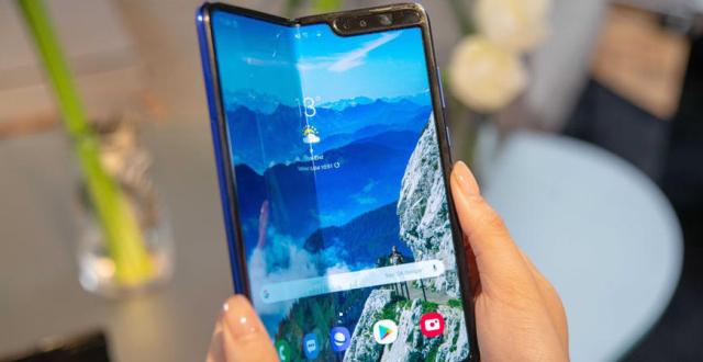 三星折叠屏手机上市期难定:月底如不能发货,预订订单将作废