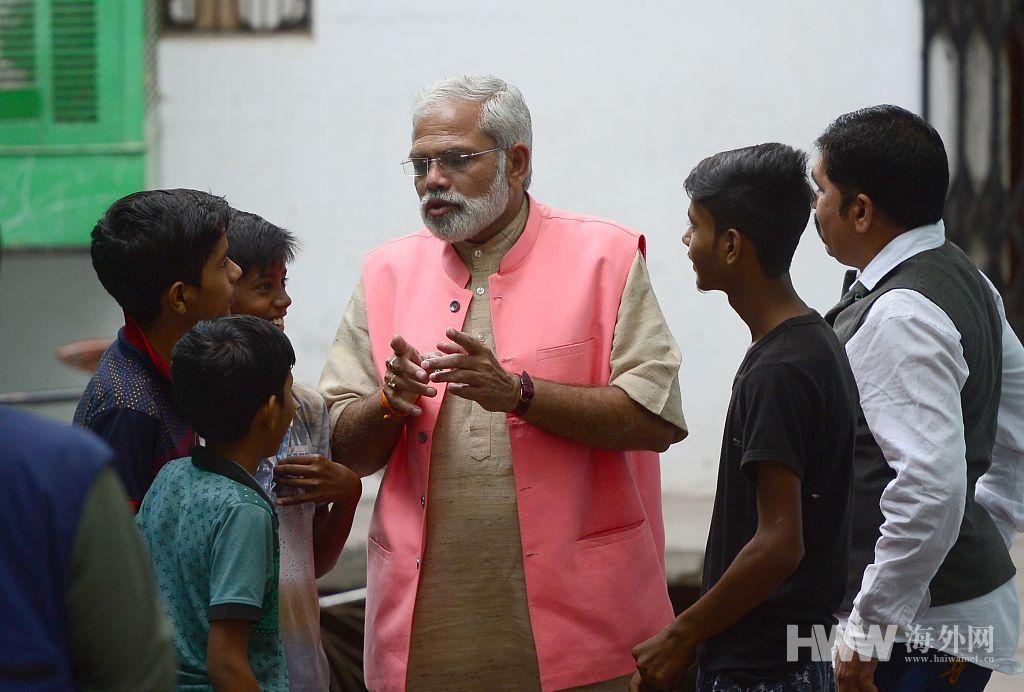 """印度大选 独立候选人长相酷似莫迪""""走红"""""""