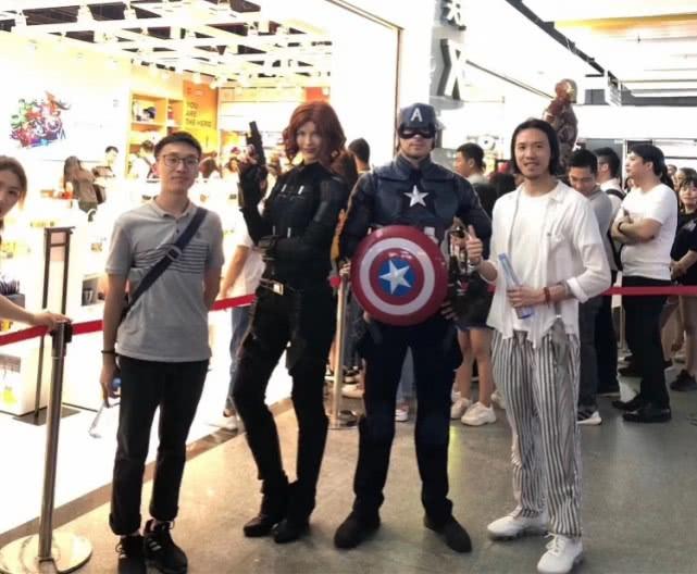"""""""蜘蛛侠""""""""美国队长""""来了!名创优品与漫威首家黑金店开进广州"""