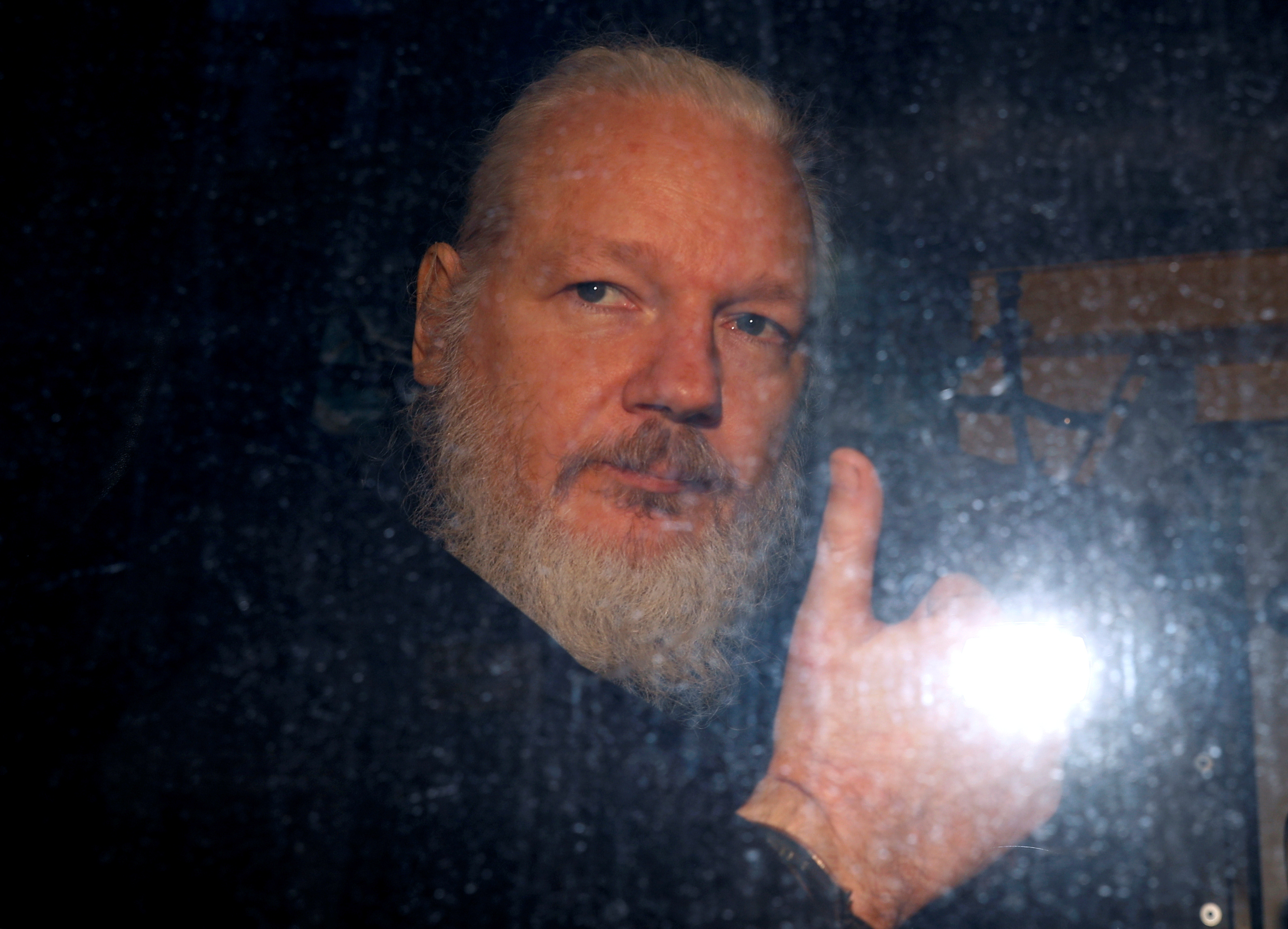 Swedish prosecutor issues formal request to hold Assange on rape suspicion