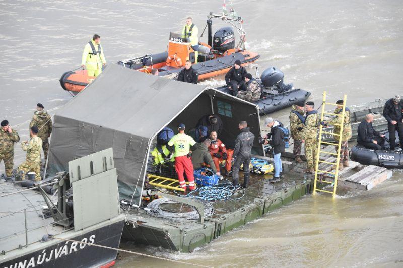 Salvage crews begin lifting Hungarian boat sunk in Danube