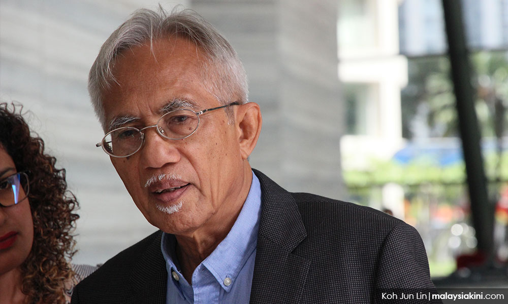 Kadir trains guns on Pak Lah, Najib's 'fourth-floor boys' over Utusan's fate