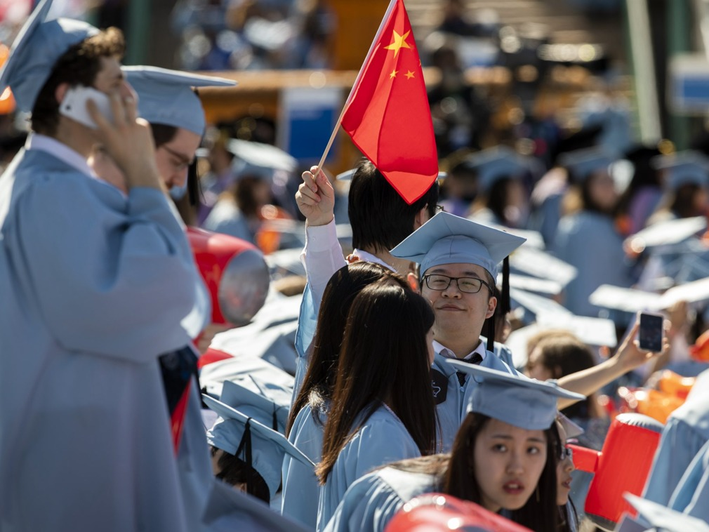 贸易战急速扩散 西媒热议中国发布赴美留学预警(图)