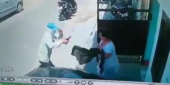 印度一女子临危不惧赤手空拳打跑一持枪歹徒