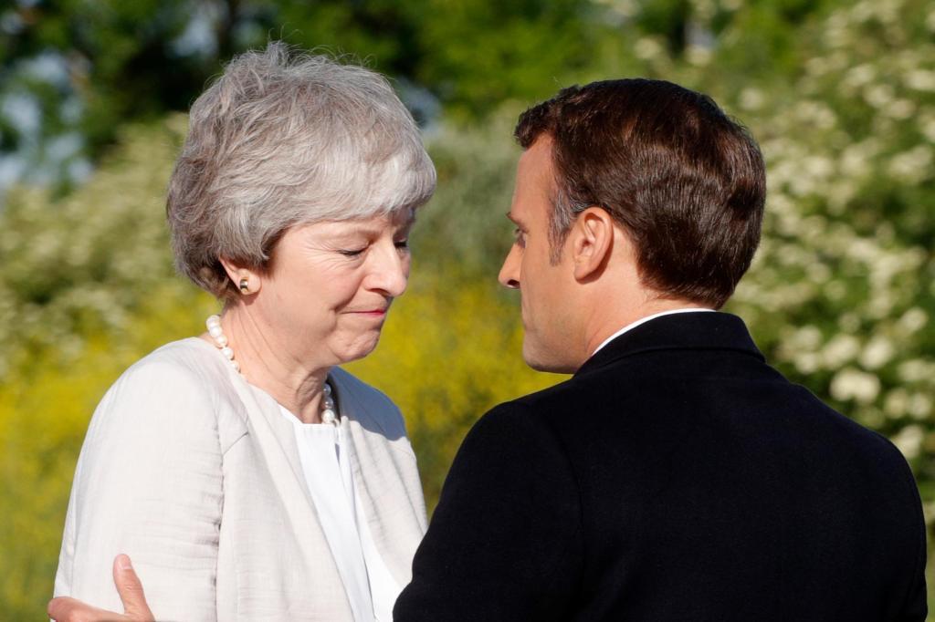 辞职前最后一次与马克龙会面 梅姨面露伤感依依不舍