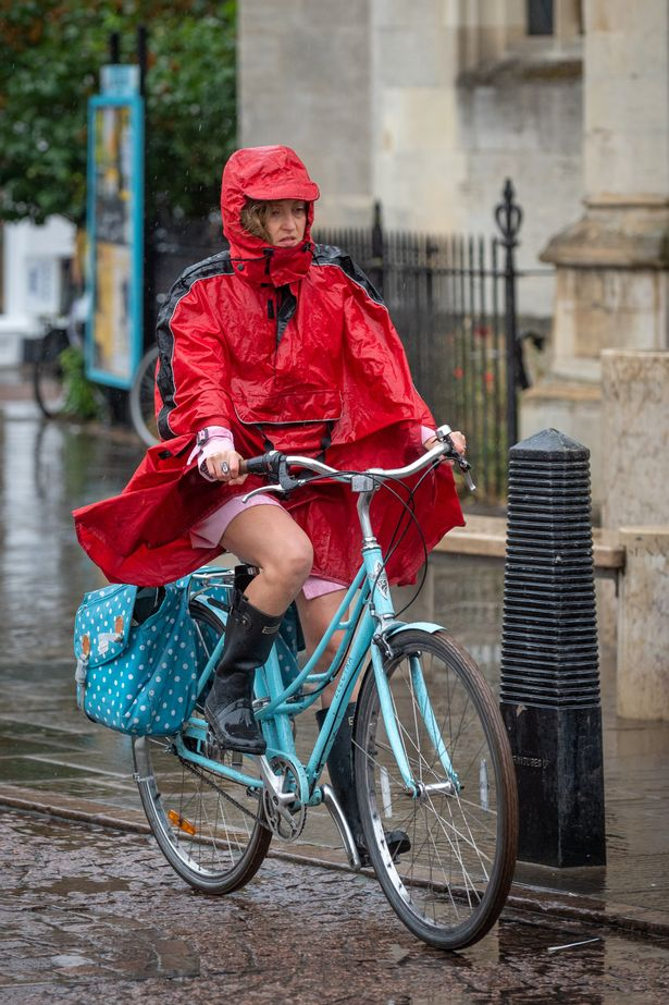 UK weather forecast: Flood alerts in place as heavy rain threatens weekend wash out