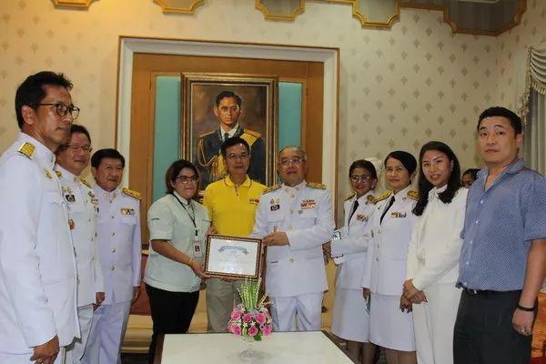 泰国便利店员拾金不昧帮助中国游客获表彰
