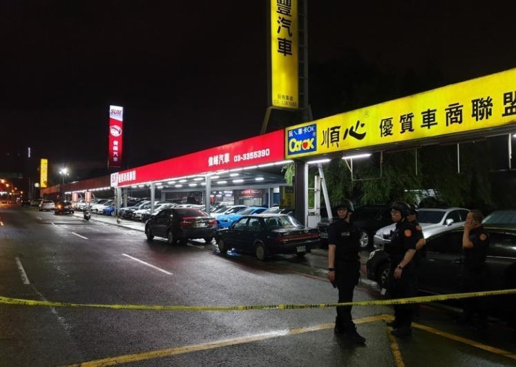 台湾桃园挟持人质案 枪手僵持近4小时 释放9人质