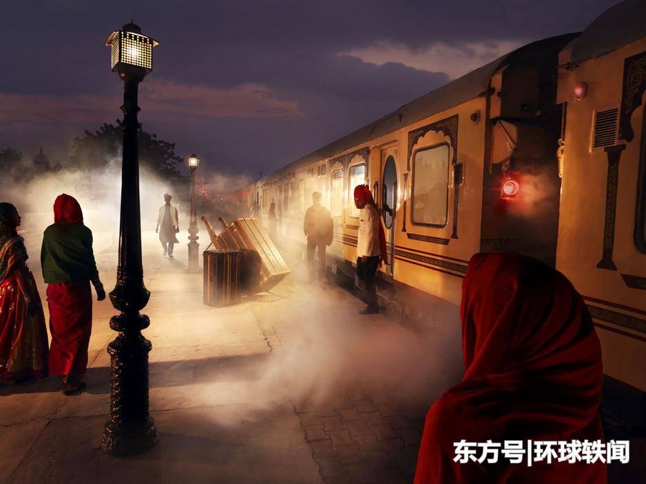 印度的开挂火车其实里面的设计非常贴心,女性乘坐还能享受特权!