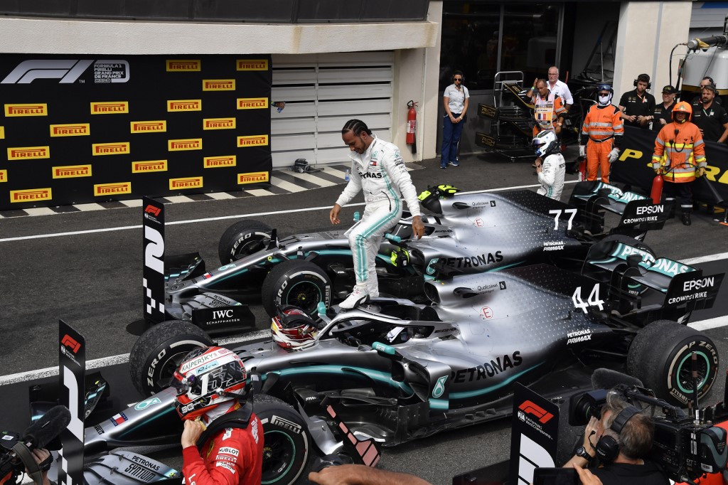 Formula One will proceed with Singapore race despite unhealthy air quality