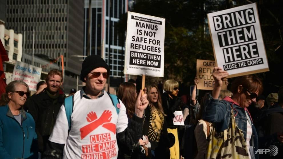 Papua New Guinea demands end to Australia refugee contract