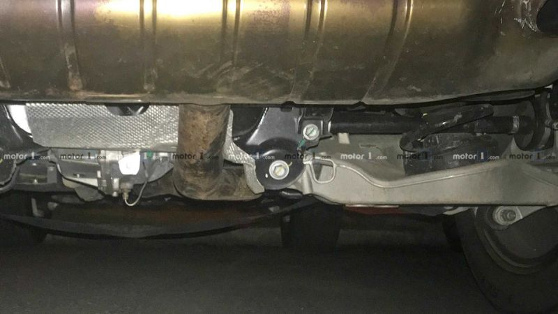 2020 Land Rover Defender spied showing interior, rear suspension