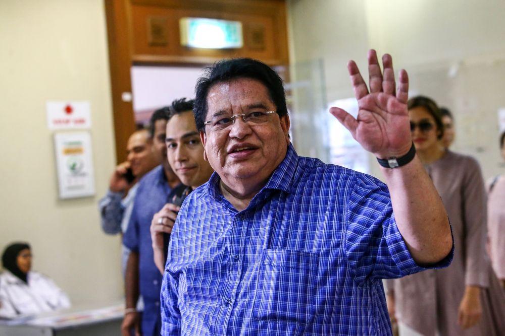 Court returns Tengku Adnan's passport on medical grounds