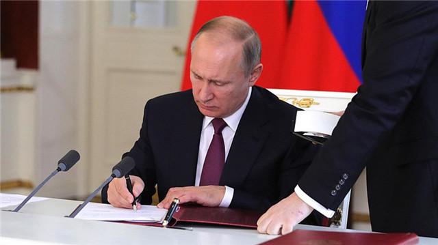 普京签署暂停履行《中导条约》的法律