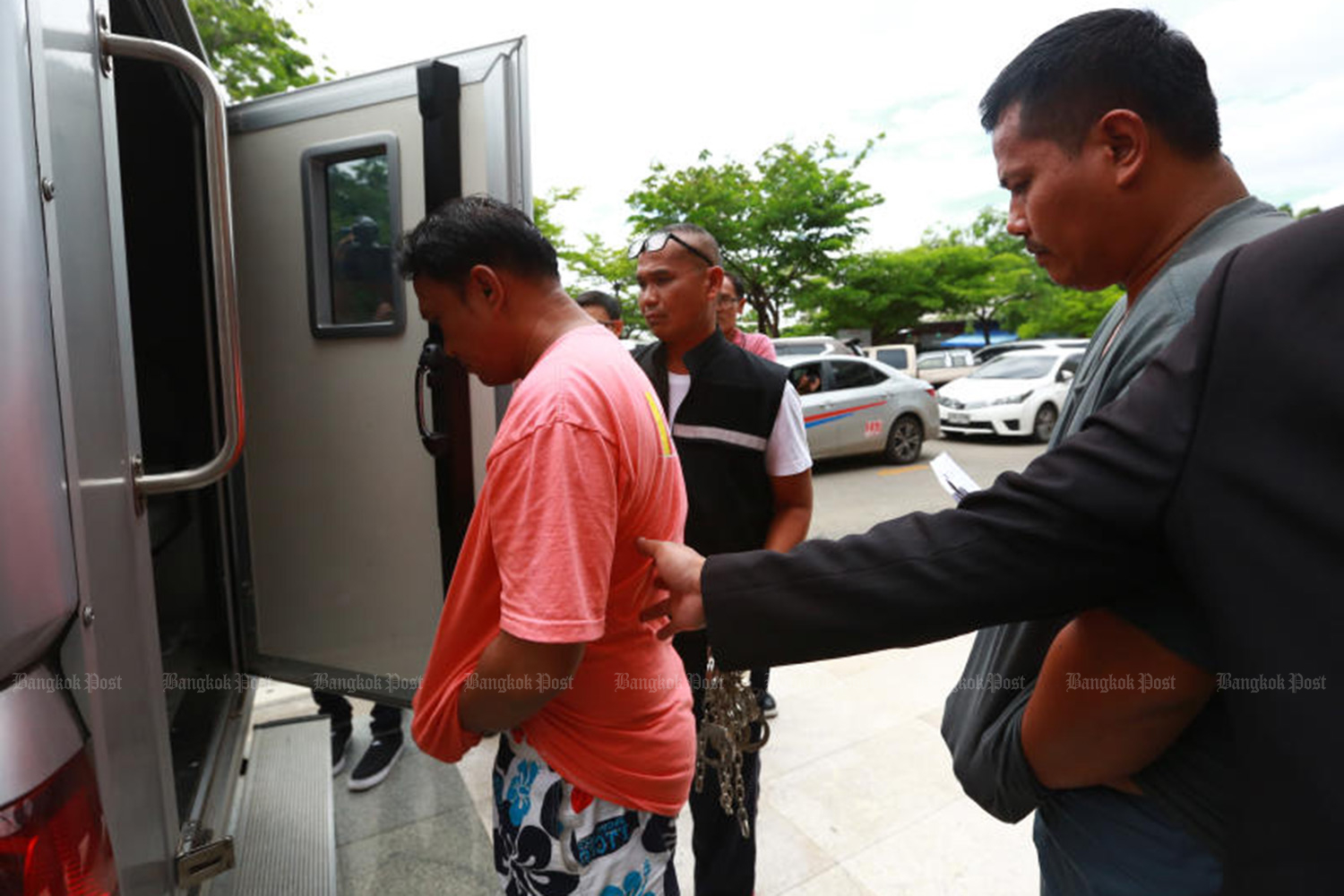 Leader of motorcycle-taxi group surrenders