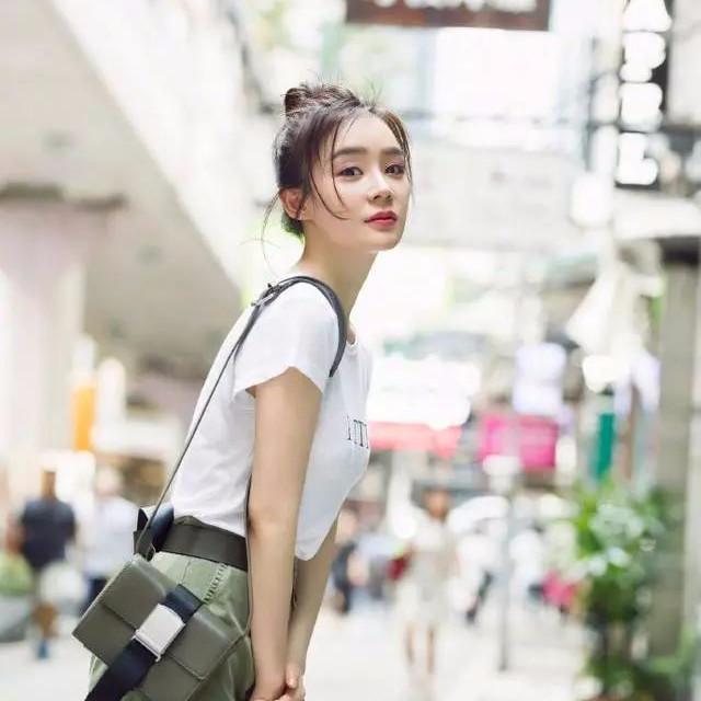 袁姗姗的出街装扮也太美了吧,从头到脚都如此精致,时髦闪亮