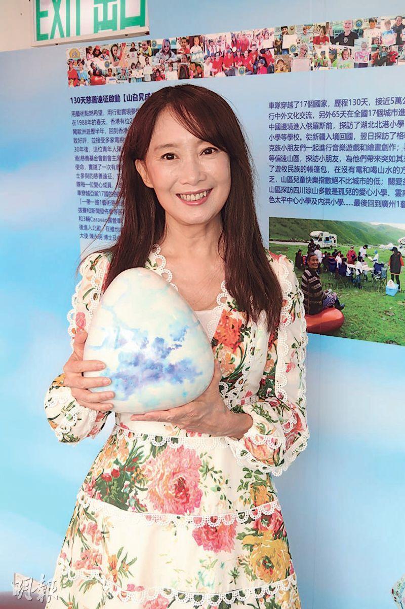 陈美龄母子 合作推出旅游书