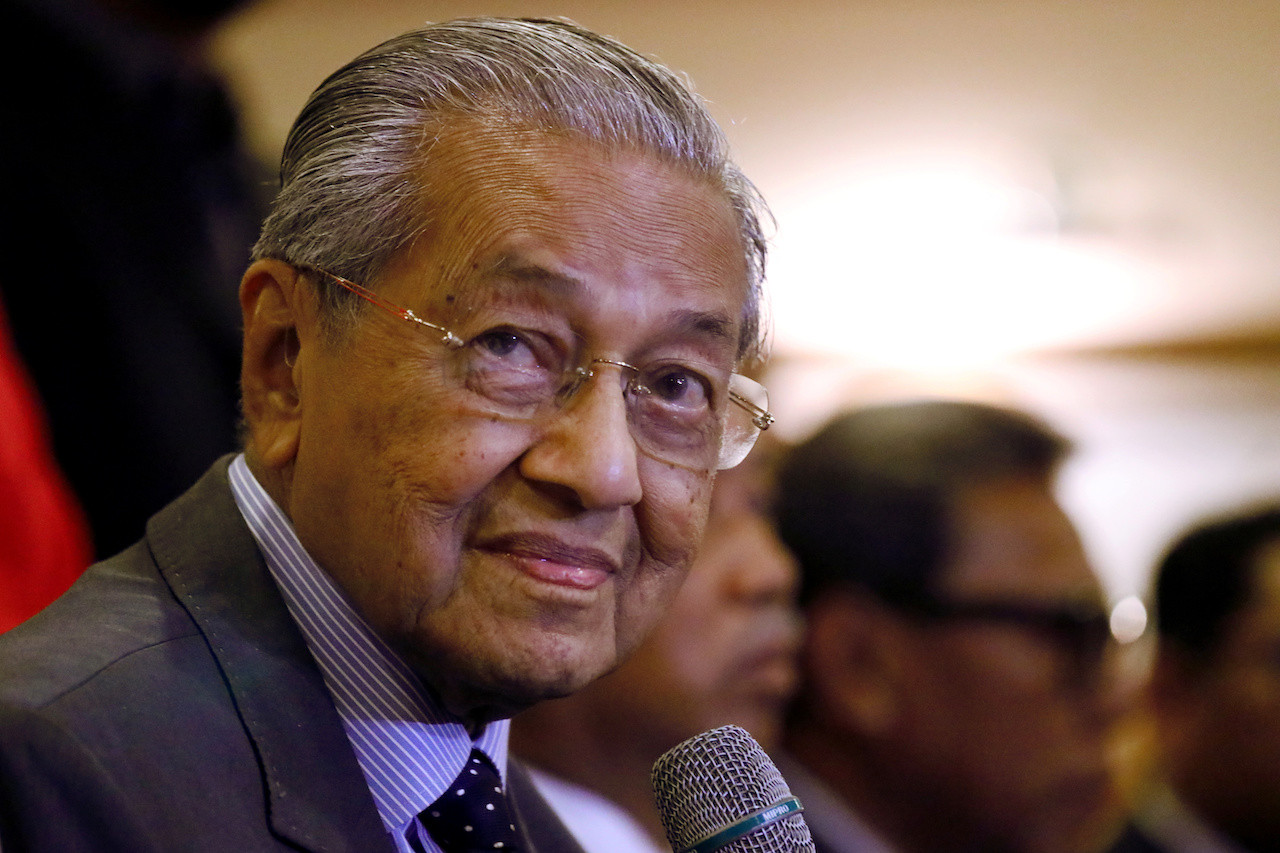 Malaysia's Mahathir pledges to step down for Anwar by the end of 2020