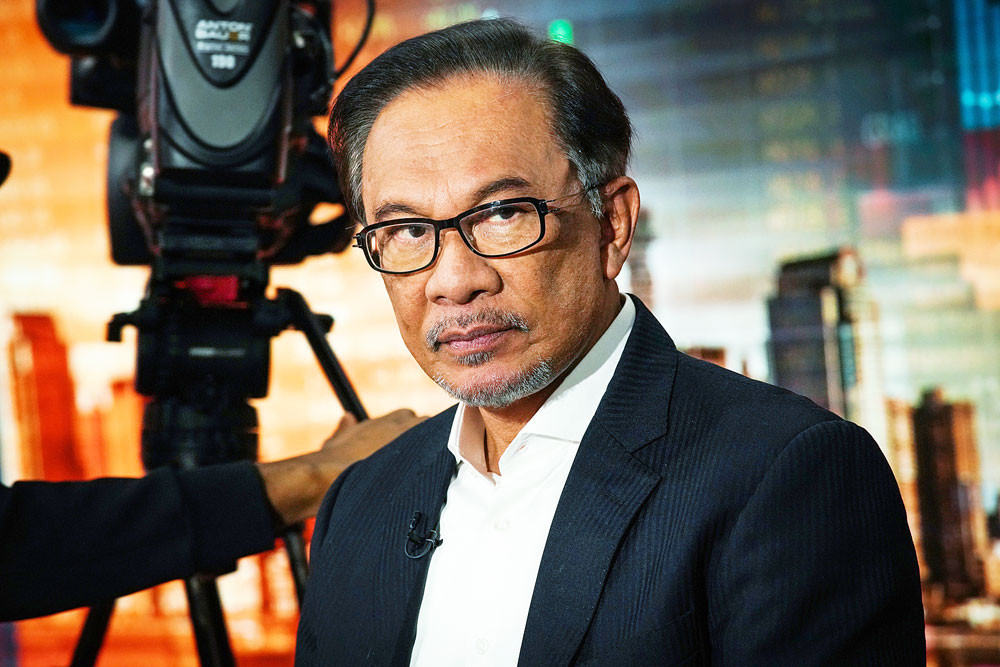 Anwar Ibrahim says he will succeed Mahathir around 2020
