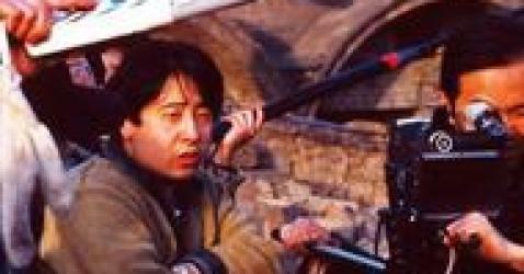 《小武》:时代进步的牺牲品,贾樟柯镜头下边缘城市的边缘人