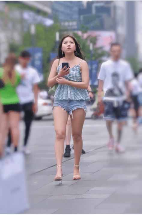 街拍:对于这种微胖的女生你怎么看