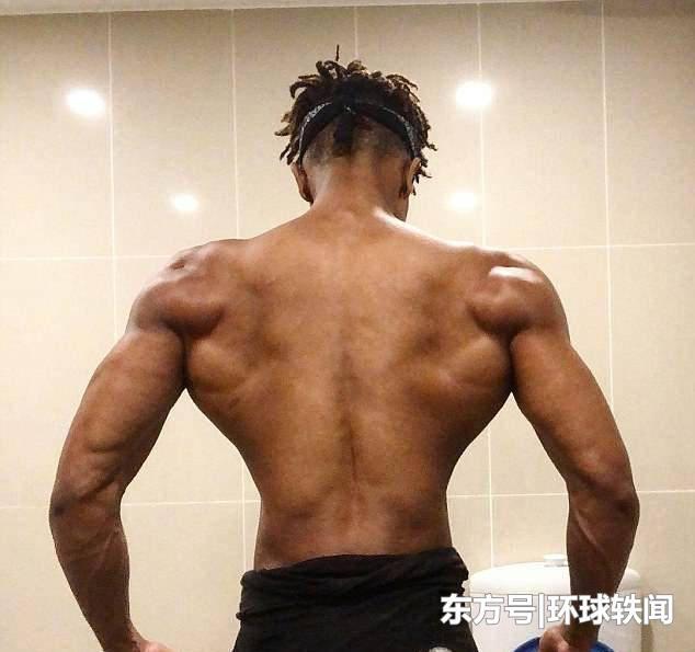 19岁小伙健身3年,从瘦小伙变成肌肉男,发达胸肌让人自叹不如