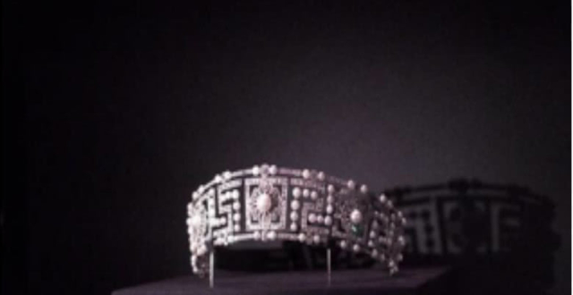 故宫展览的天价皇冠是刘嘉玲的!称价格贵到会吓着丈夫梁朝伟