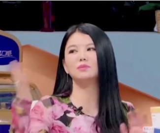 李湘带女儿买包,看到9岁王诗龄的身材:相信她每月吃三十万了