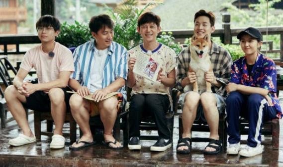 有一种坐姿叫刘宪华的坐姿,别人都是中规中矩,唯独他成全场最靓