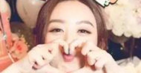 赵丽颖清晨更博,网友:手指头好美!看把孩子逼成什么样了