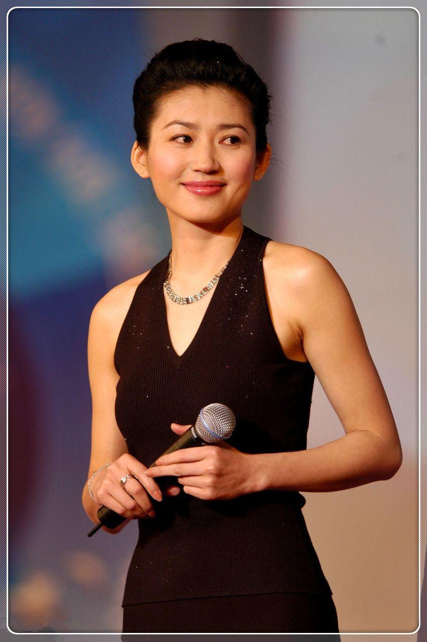 原创 王小丫生图曝光,51岁披肩+卷发清丽高雅,这气质20岁姑娘比不了