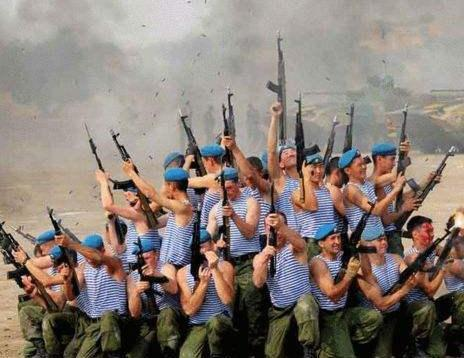 为何战场上,士兵不能90度朝天开枪?当初伊拉克的教训太深刻