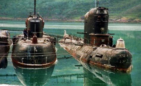 16年前我国打捞上来一潜艇,舱盖一开所有人哭了,70名勇士已长眠