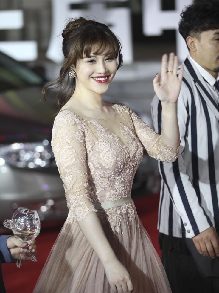 原创 刘翔老婆吴莎素颜好清纯啊,气质优雅,葛天就只会靠身材扮嫩!