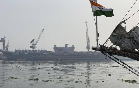 印度军方期待国产航母,造船厂却屡次推迟计划:原因是没人干活?