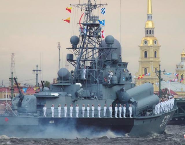 """俄也搞阅舰式,中方""""过气网红""""战舰受邀,却成最抢眼受阅舰艇?"""
