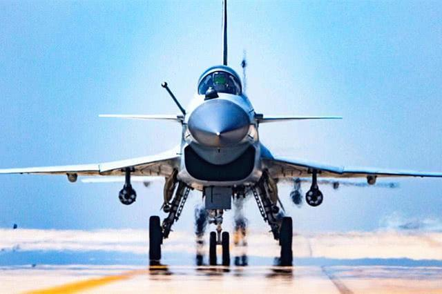 优秀!中国歼10C战机100公里内,同时跟踪12个目标