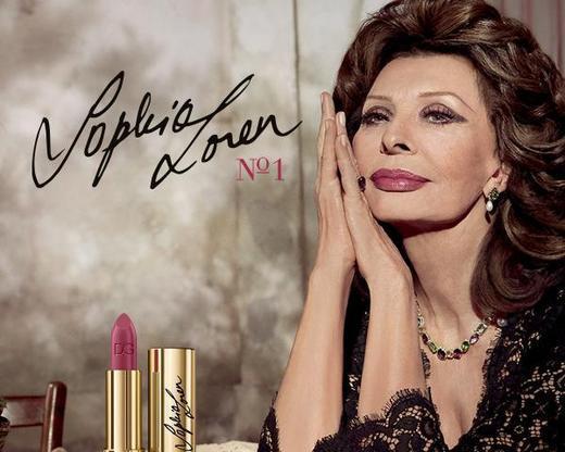原创 长相粗犷曾被劝去整容,一跃成为好莱坞性感女星,82岁还能代言D&G