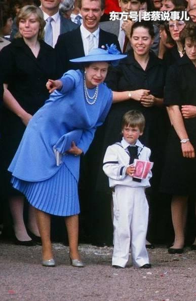 英女王33年前温馨片段曝光,当众与威廉王子追车