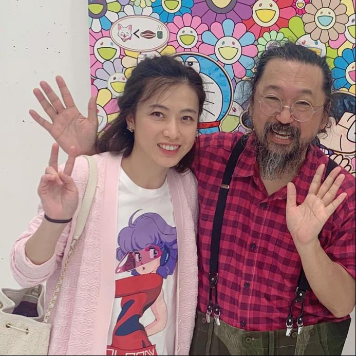 阔太甘比带子女探访日本画家 10岁女儿穿着低调很乖巧
