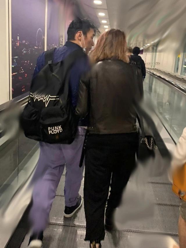 郑秀文轻易原谅了许志安出轨,夫妻挽手现身英国机场甜蜜如新婚