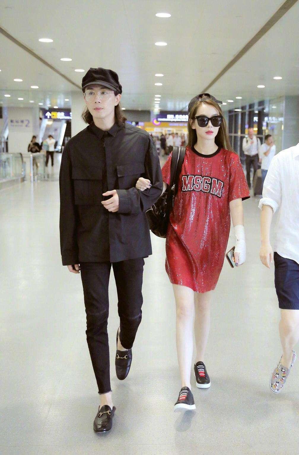 原创 戚薇李承铉现身四川,未修图的脸浮肿很显龄,跟机场差距大!
