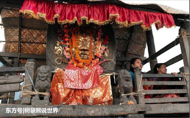 """尼泊尔""""活女神""""退位之后:靠补助生存,无人愿娶还遭人嫌弃"""