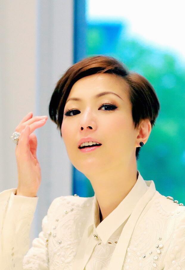 香港女演员那么多,47岁的她出道31年,为何仍受万千宠爱?