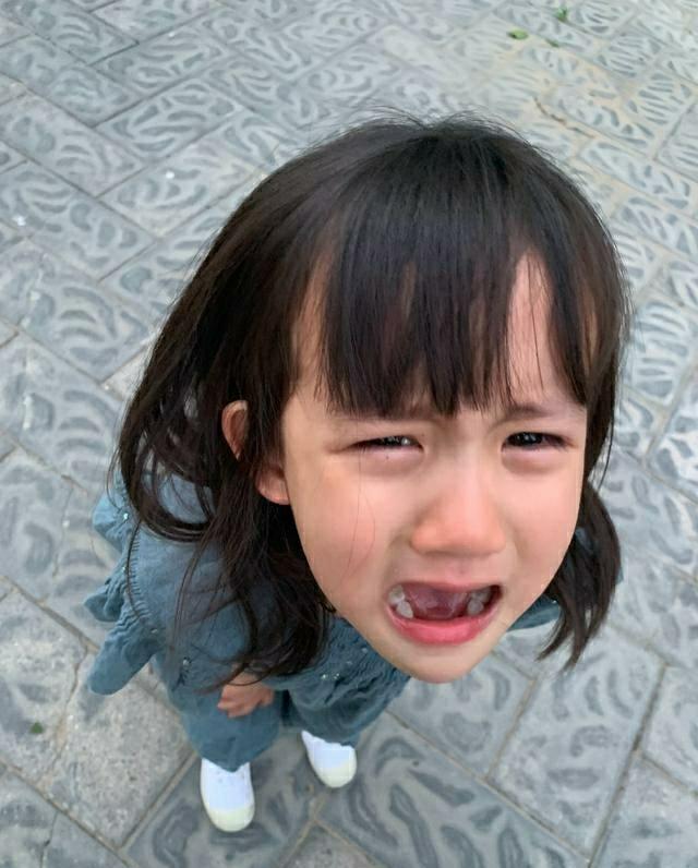 黄磊五岁小女儿尿床了,黄老师更博描述详细过程,却被网友批评