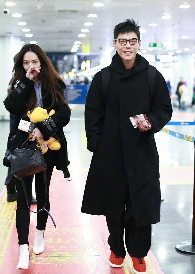 郭碧婷又和向佐同台秀恩爱,未修图看起来很一般,皮肤还很黑!